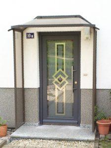 Holzhaustür